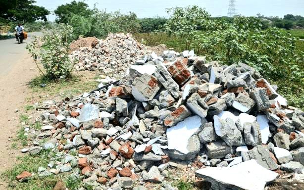 """मिरा- भाईंदरमध्ये भराव माफियांच्या धुमाकुळीकडे महसूल अधिकारी, पालिका – पोलिसांसह राजकारण्यांची """"अर्थपूर्ण"""" डोळेझाक"""