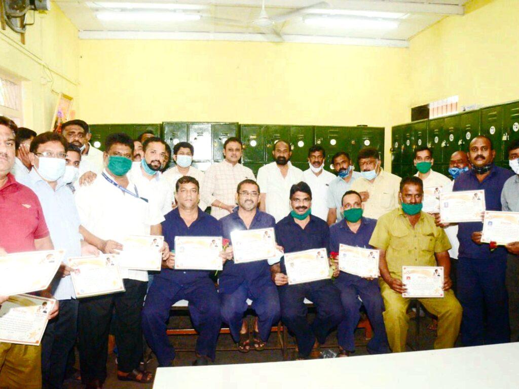 मुंबई महापालिकेच्या कोव्हीड-19 योद्ध्ये कामगारांचा म्युनिसिपल कामगार कर्मचारी सेने तर्फे सत्कार!
