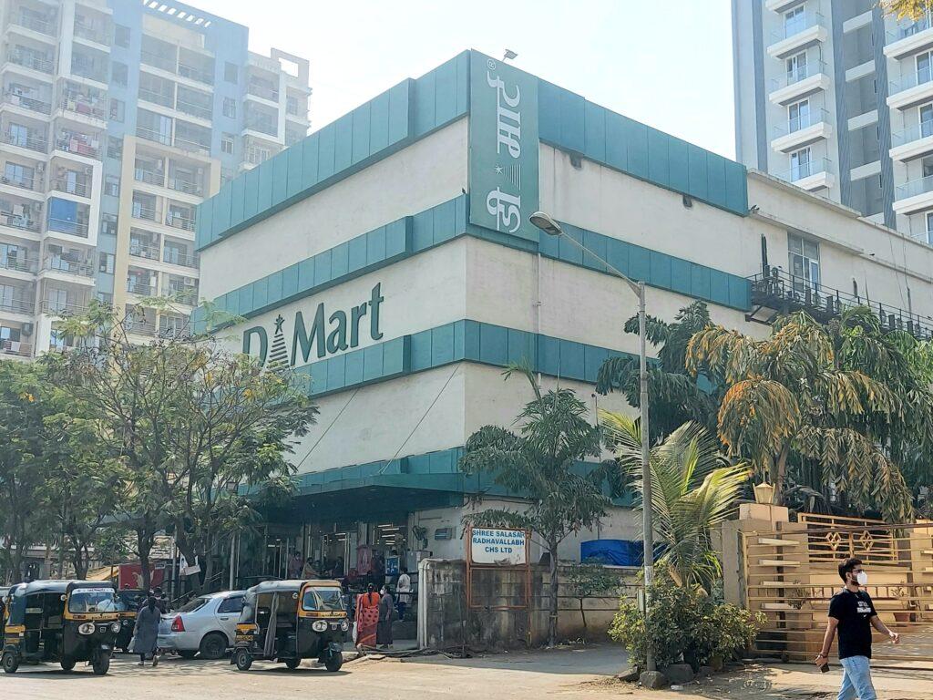 डी मार्टच्या लिफ्टमध्ये अडकले 15 जण अग्निशमन दलाच्या जवानांनी प्रसंगावधान राखून केली सुटका!