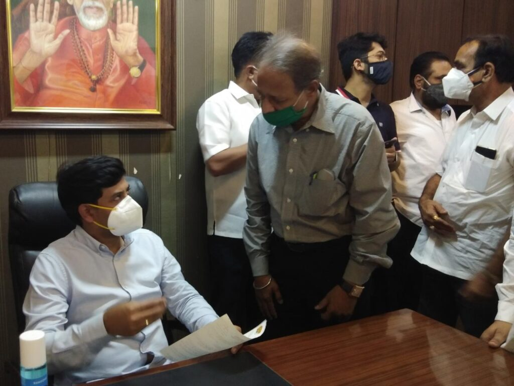 खासदर डॉ.श्रीकांत शिंदे यांच्या कडे एमआयडीसी भागात लसीकरणाची शिवसेनेची मागणी